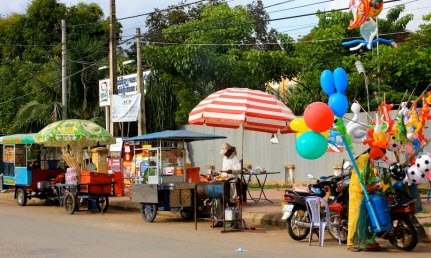 Battambang Sellers along the Riverside - travel advice and trip info - free world travel guide