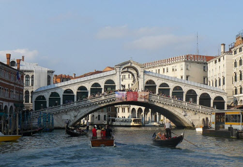 The Rialto Bridge in Venice - Italy Travel information - Guide - Travel advice, trip info