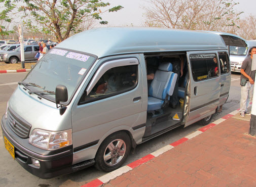 Minivan service from Udon Thani airport to the border