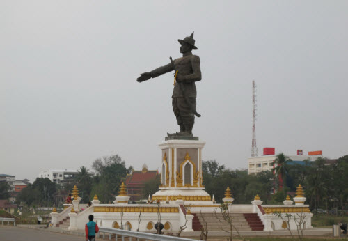 King Chao Anouvong statue along the river - Vientiane