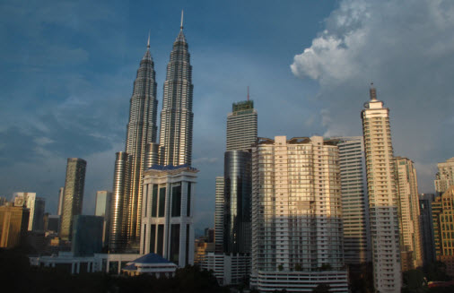 Kuala Lumpur Petronas Towers in the Golden Triangle - Travel Guide - Travel Advice