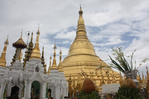 Travel info and travel advice myanmar country south east for Asia famous buildings