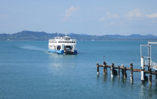 Ao Tammachat Car ferry arriving on Koh Chang