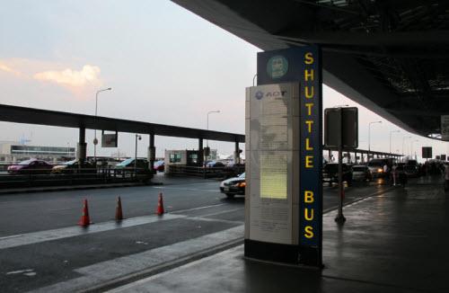 The shuttle bu stop on the third floor