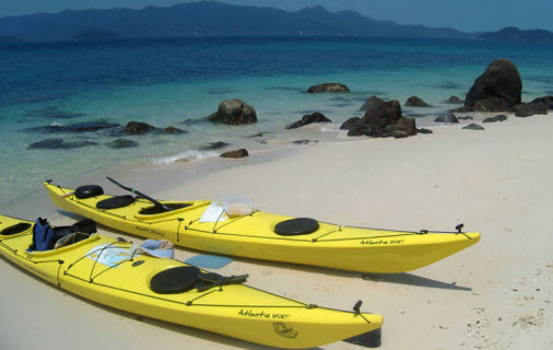 During Kayak Chang tour in Thailand kayaks on the beach